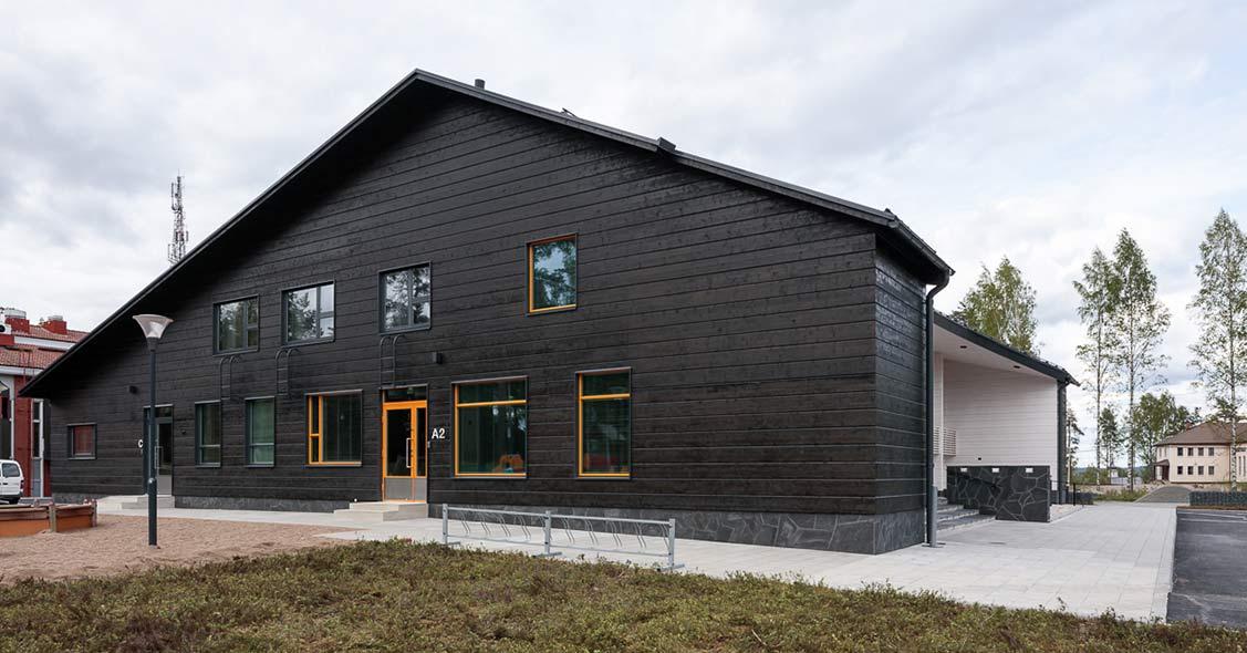 Ruoveden seurakuntakeskus toteutettiin tyylikkäästi hirrestä