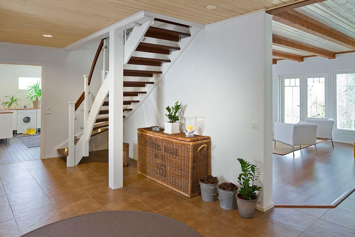более лестница на мансарду с дверью фото это будут